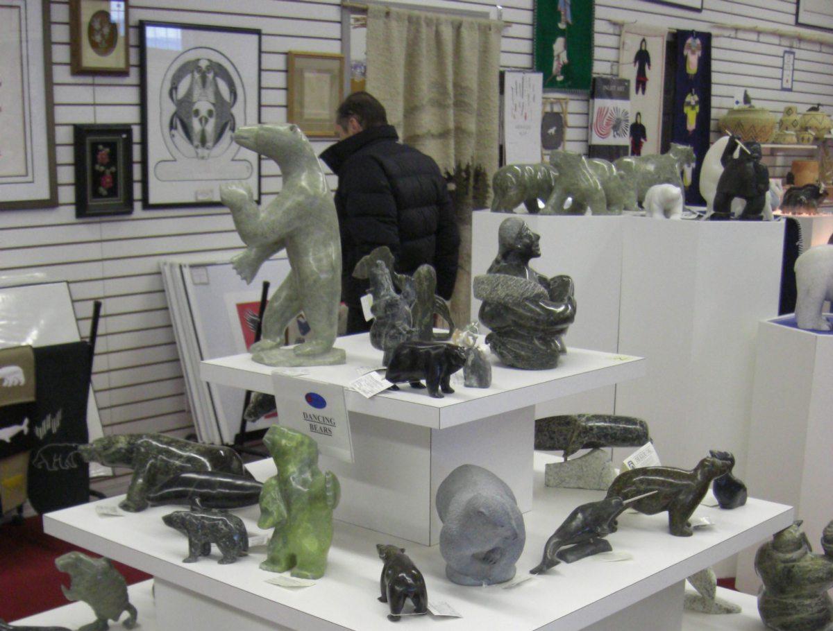 Eisbären-Souvenirs in einem Laden in Churchill in der kanadischen Provinz Manitoba.
