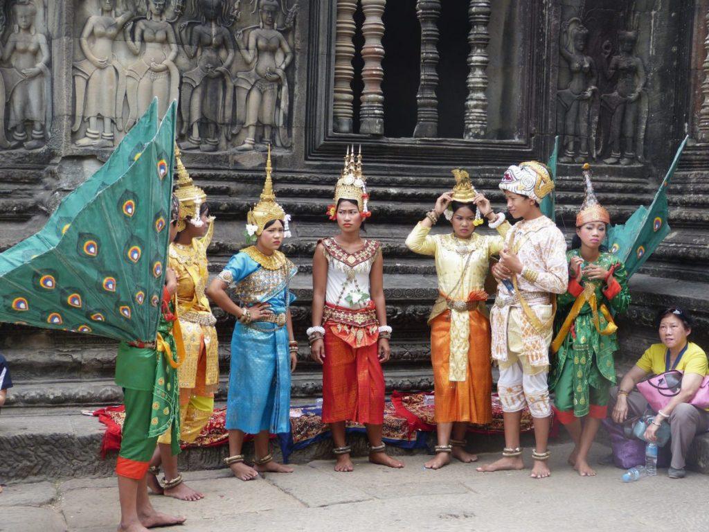 Tanzgruppe in Angkor Wat, Kambodscha