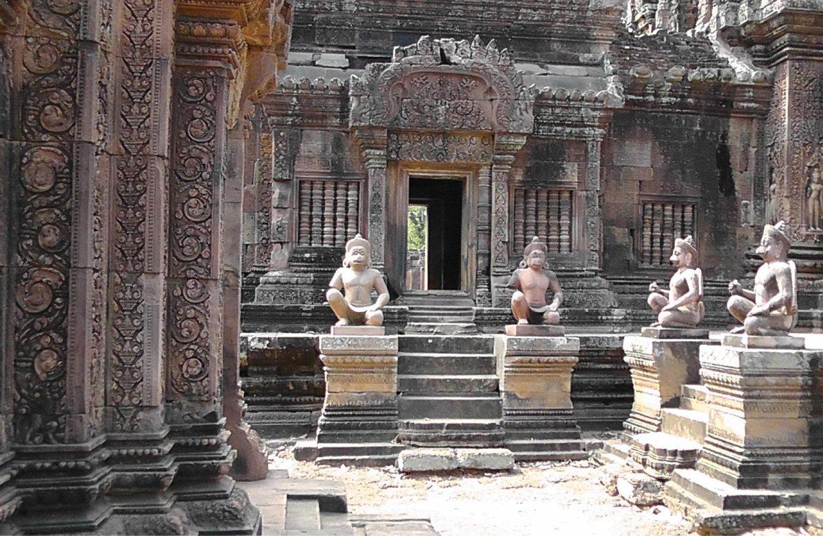 Der Tempel Banteay Srei in der Ebene von Angkor
