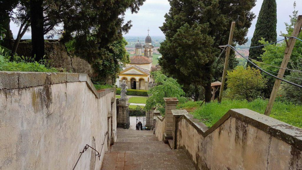 Blick auf die Chiesa di San Giorgio in Monselice, Italien