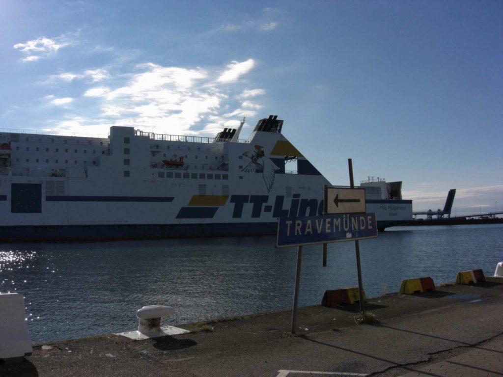 Fähre von TT-Lineim Hafen von Trelleborg