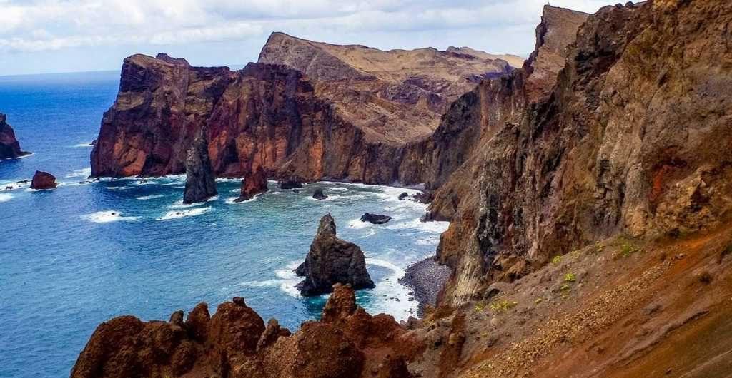 Das Bild zeigt die Küste von madeira