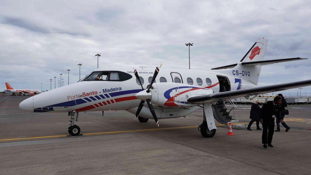 Kleinflugzeug am Flughafen Funchal auf Madeira