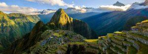 Blick auf die peruanische Ruinenstadt Machu Picchu
