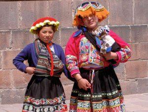 Frauen in traditioneller peruanischer Tracht