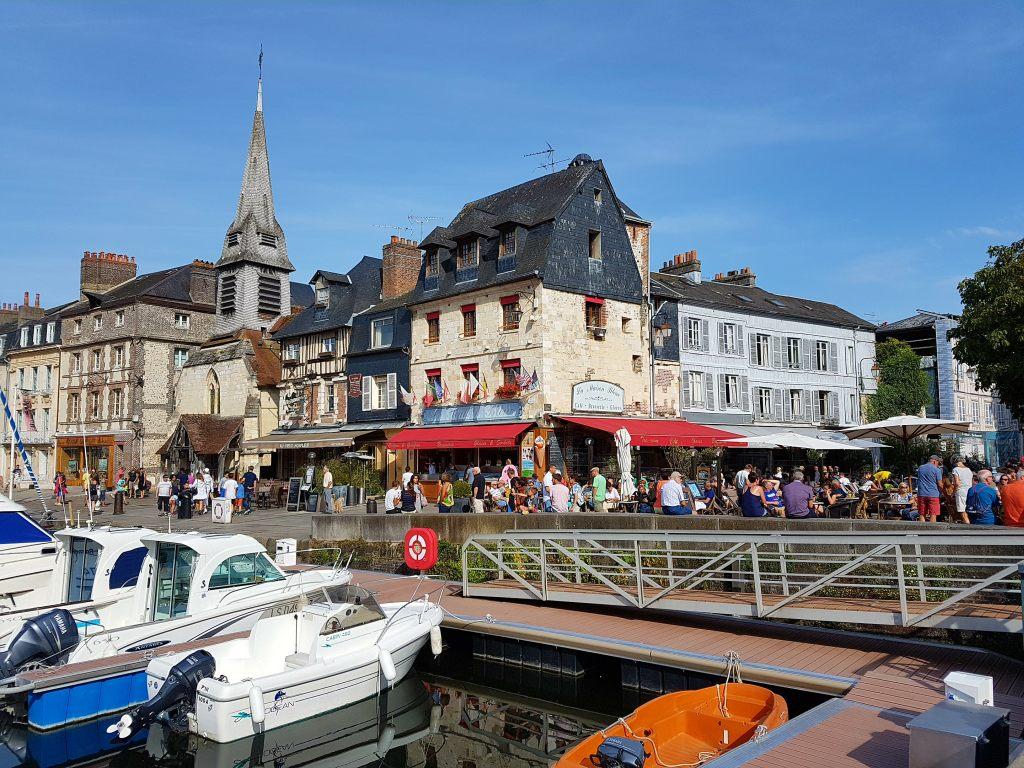 Der alte Hafen ist die größte Sehenswürdigkeit im französischen Honfleur.