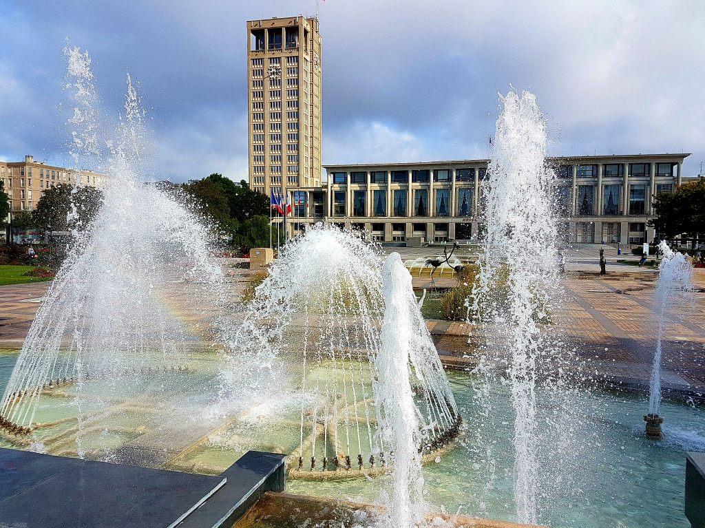 Betonarchitektur prägt die Innenstadt von Le Havre - hier das Rathaus.