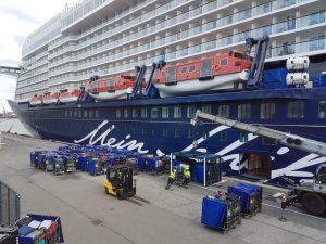 """die """"Mein Schiff 6"""" im Hafen von Hamburg"""