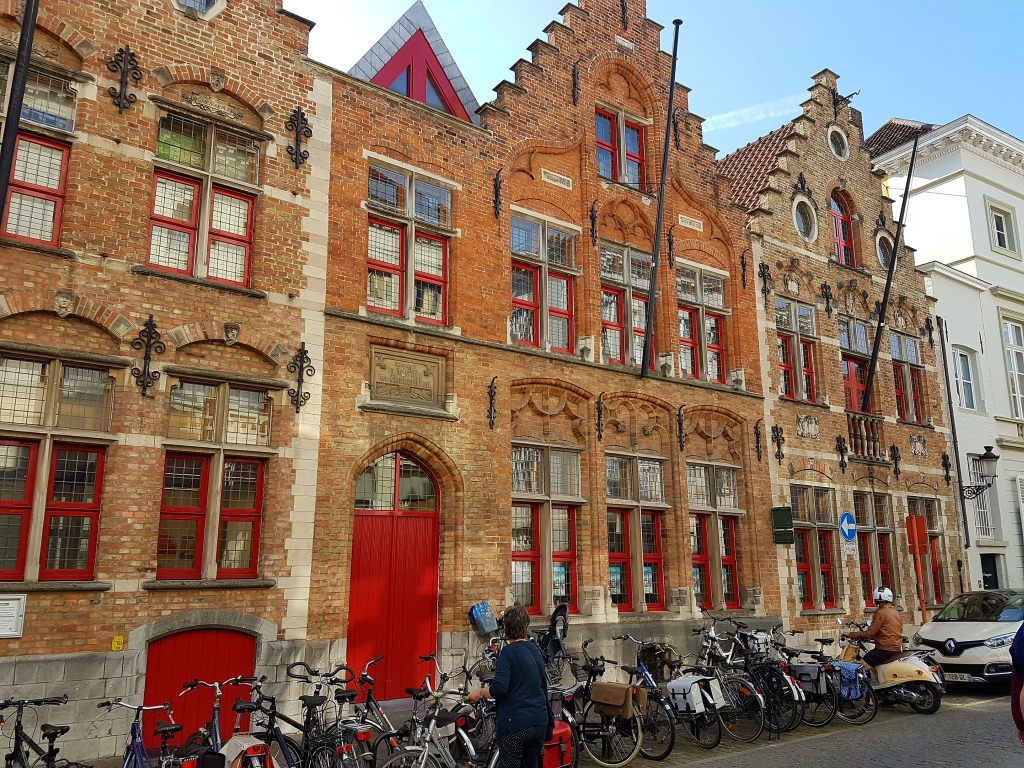 Die flandrische Stadt Brügge ist reich an prächtigen Häusern.