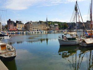 Honfleur ist ein bezaubernder Fischerort, nur wenige Kilometer von Le Havre entfernt.