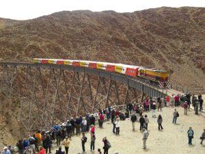 Das Viadukt La Polvorilla auf der Strecke des Tren a las Nunes, Argentinien