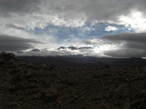 Landschaft im Nordwesten Argentiniens bei einer Fahrt mit dem Trend a las Nubes