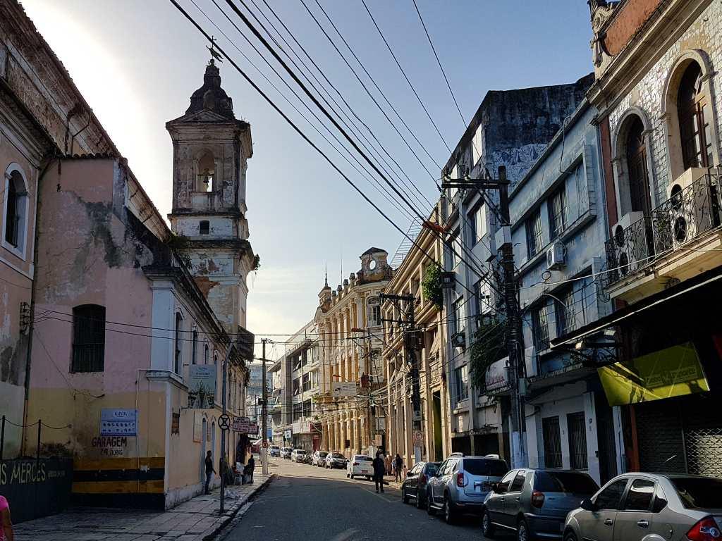 Häuserzeile im brasilianischen Belém