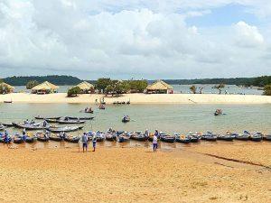 der Strand vom brasilianischen Alter do Chão am Amazonas