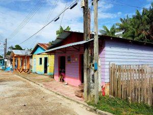 Häuser im brasilianischen Amazoinas-Dorf Jutai