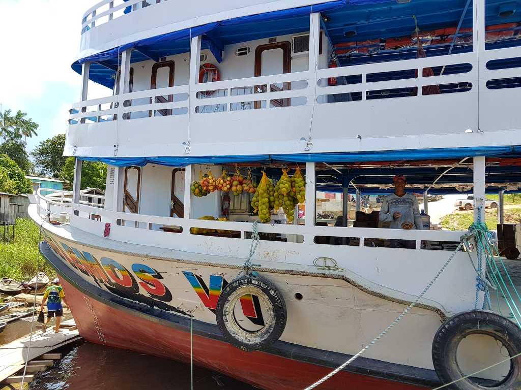 Amazonasschiff im brasilianischen Jutai