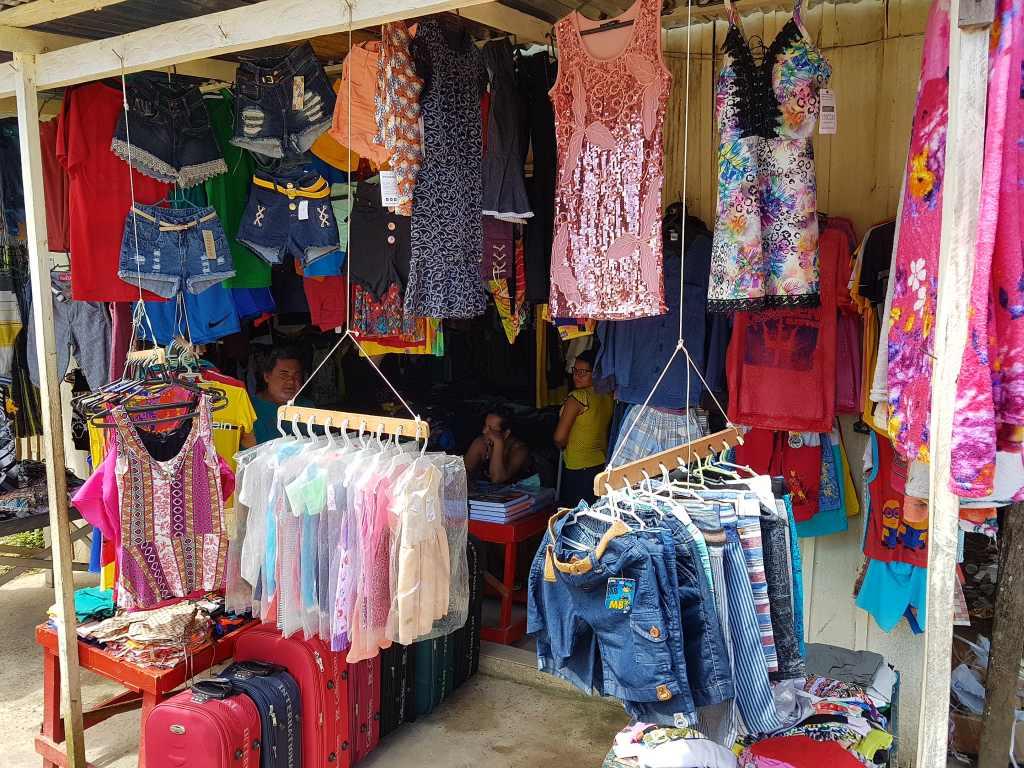 Kleidergeschäft im brasilianischen Jutai.