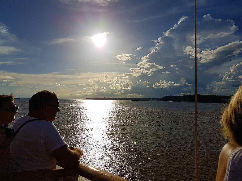 Zusammenfluss von Rio Negro und Amazonas bei Manaus, Brasilien