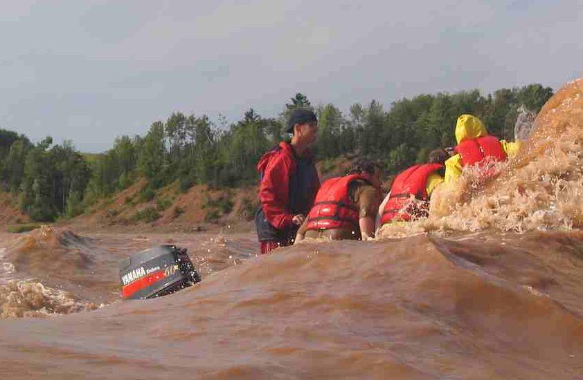 Tidal Bore Rafting auf dem Shubenacadie River in Nova Scotia, Kanada.
