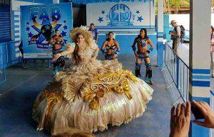 Tanzgruppe des Festivals Boi Bumba in Parintins, Brasilien