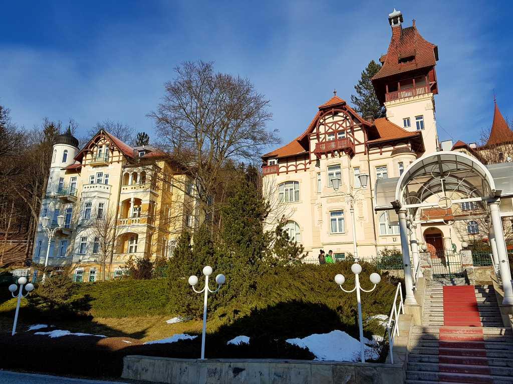 Häuserzeile in Marienbad, Tschechien.