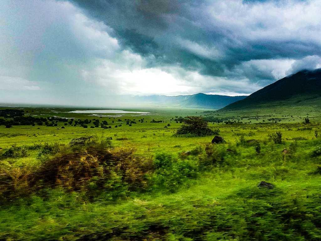 Gewitterwolken über dem Ngorongoro-Krater, Tansania.