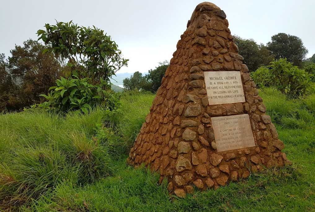 das Grab von Vater und Sohn Grzimek am Kraterrand des Ngorongoro, Tansania