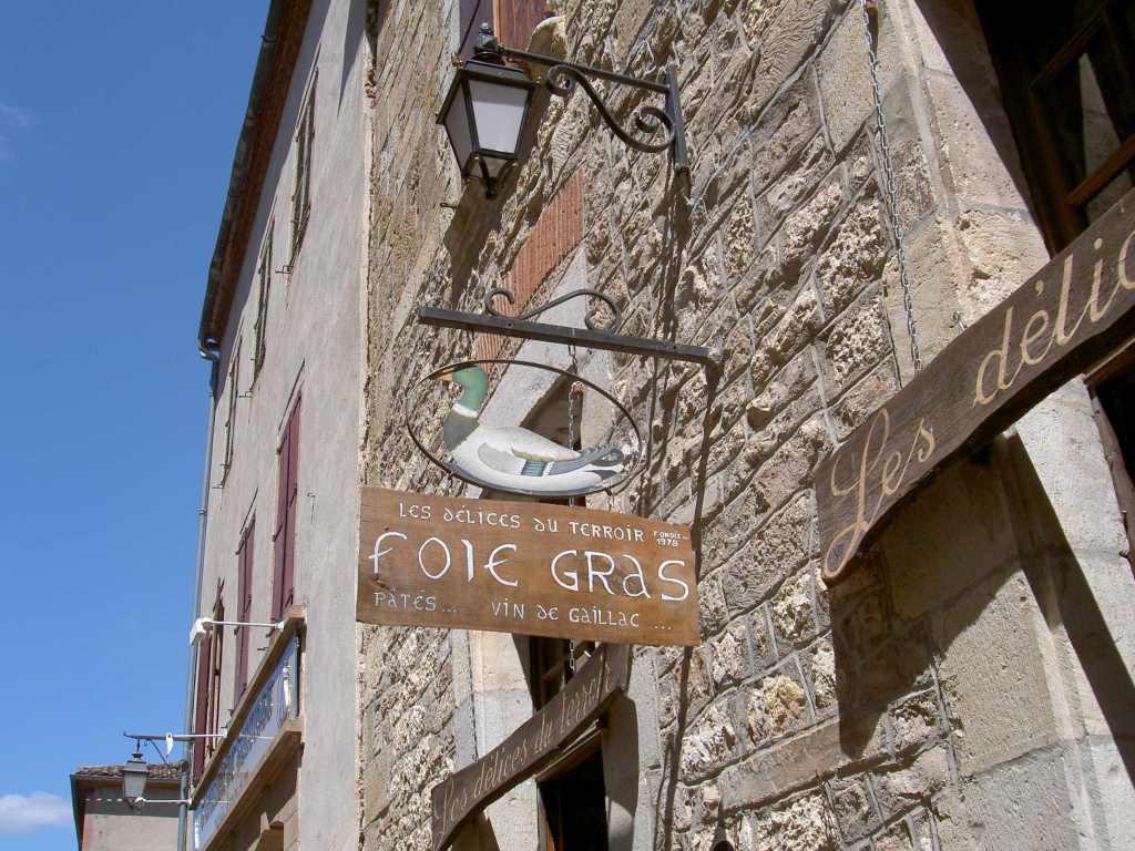 Ladenschild in einem Ort im Nationalpark der Cevennen in Frankreich