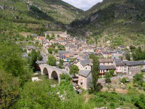 Ort mit Steinhäusern im Nationalpark der Cevennen in Frankreich