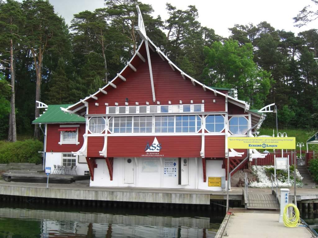 Ein Vereinsgebäude in Mariehamn, der Hauptstadt von Åland, dem Schärenparadies in der Ostsee.