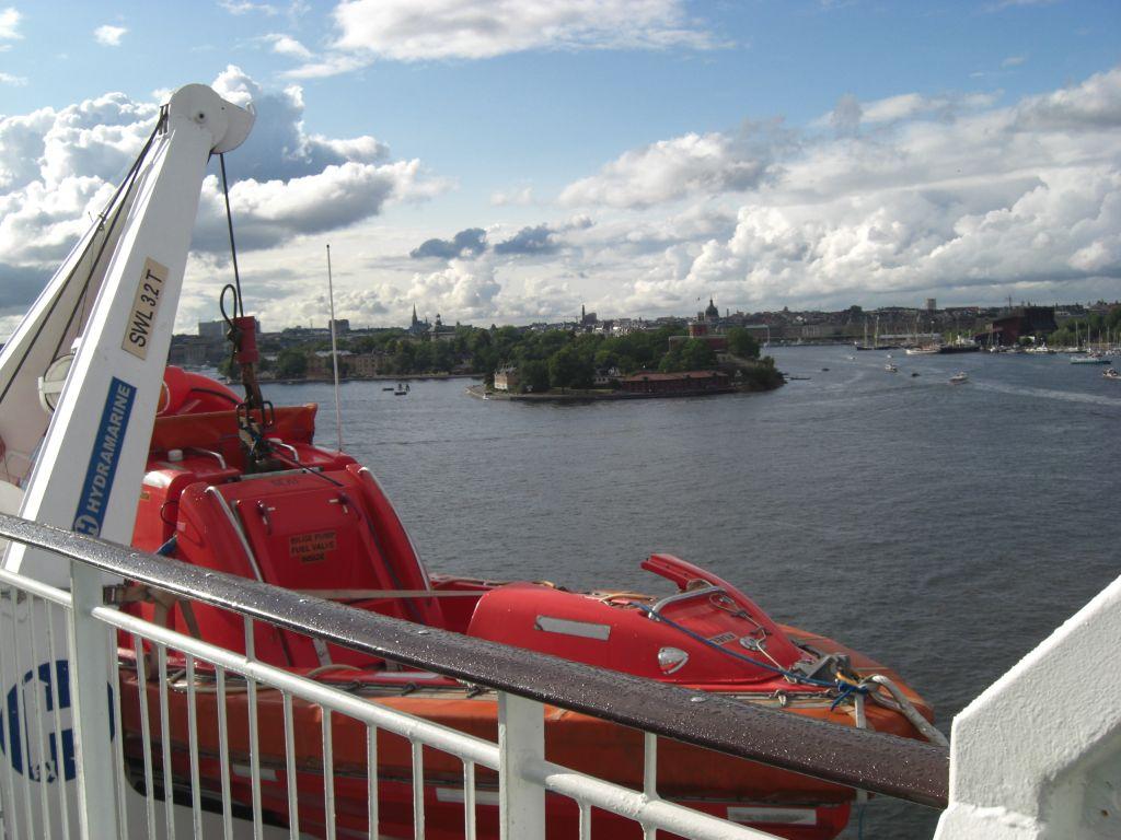 Impressionen von der Ausfahrt aus dem Hafen Stockholm, auf dem Weg zum Schärenparadies Åland.