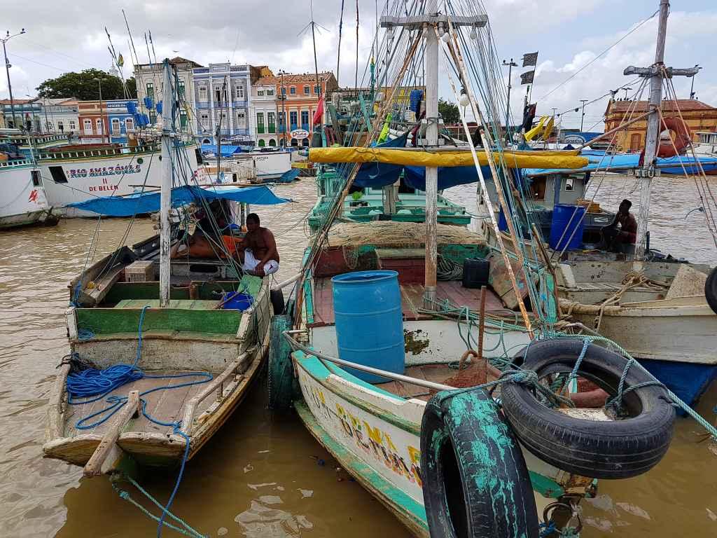 Schiffe im Hafen von Bélem