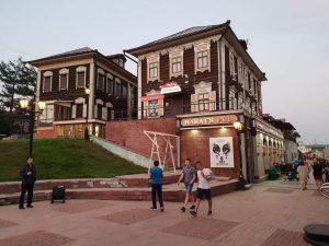 Das Verknügungsviertel Kvartal im sibirischen Irkutsk unweit des Baikalsees