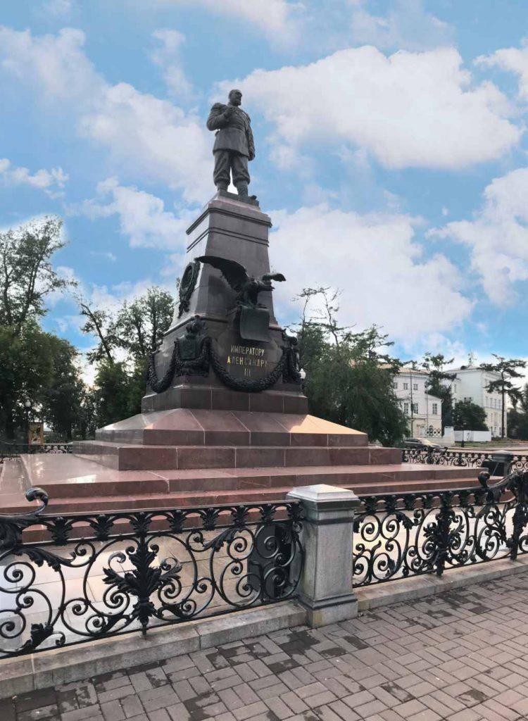 Denkmal von Zar Alexander III am Ufer der Angara im sibirischen Irkutsk