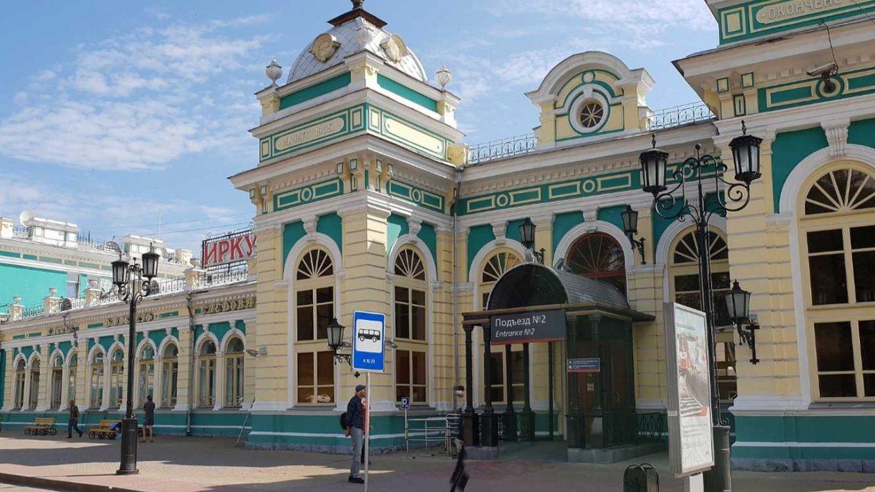 der Bahnhof von Irkutsk an der Transsib unweit des Baikalsees in Russland