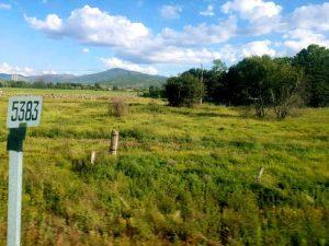 Kilometerschild entlang der Transsibstrecke unweit des Baikals.