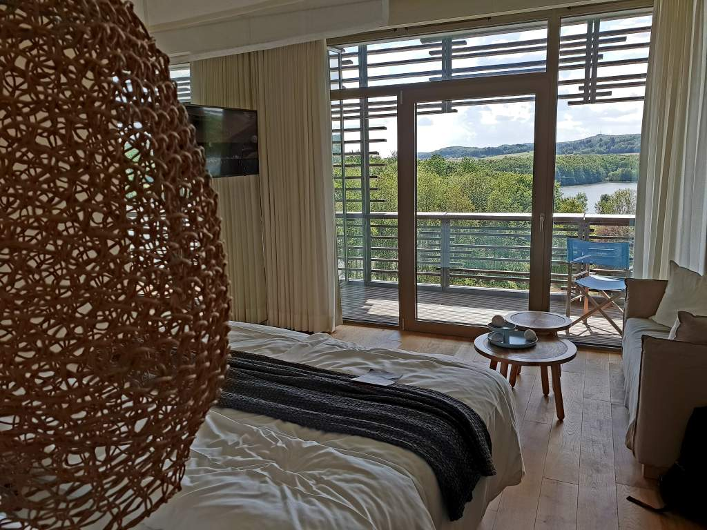 Zimmer im Hotel Seezeitlodge am Bostalsee im Saarland