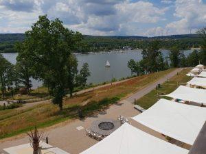 Blick auf den Bostalsee im Saarland, von derTerrasse des Hotels Seezeitlodge.