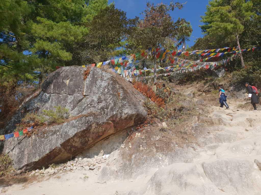 Weg zum Tigernest-Kloster oberhalb des Paro-Tales in Bhutan.