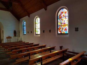 Blick in die Mauritiuskirche in Lenk im Simmental, Schweiz
