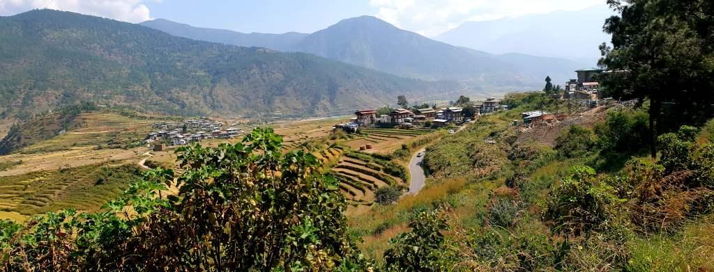 Tal von Punakha im Westen Bhutans