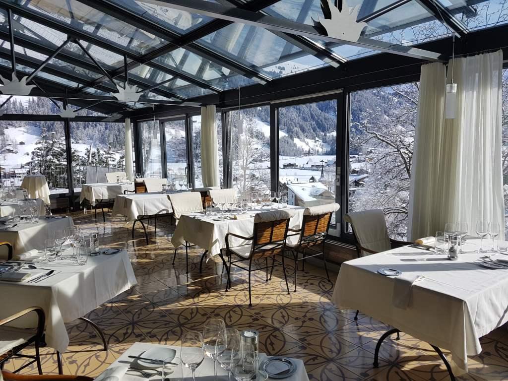 der Wintergarten des Hotels Lenkerhof in Lenk im Simmental. Schweiz