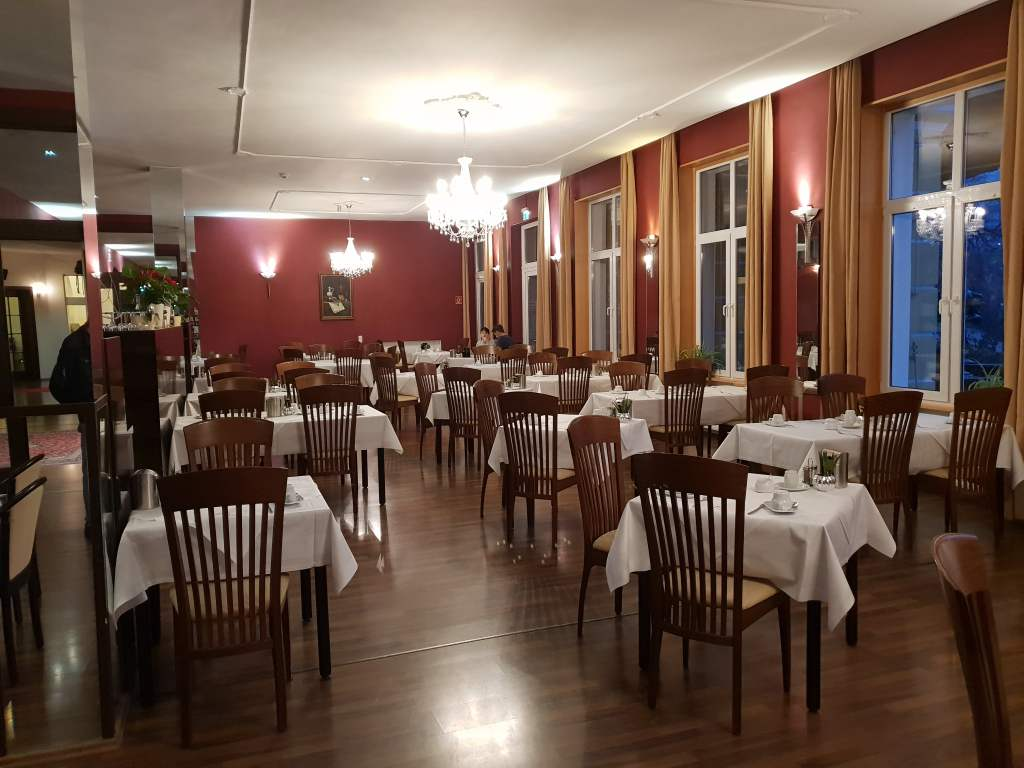 """Blick ins Restaurant vom """"Kaiserhof""""."""