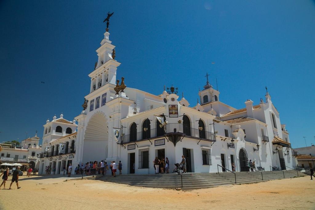 Wallfahrtskirche von El Rocío an der Costa de la Luz in Spanien.