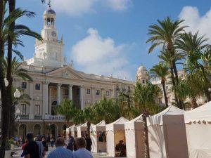 das Rathaus von Cadíz an der Costa de la Luz in Spanien