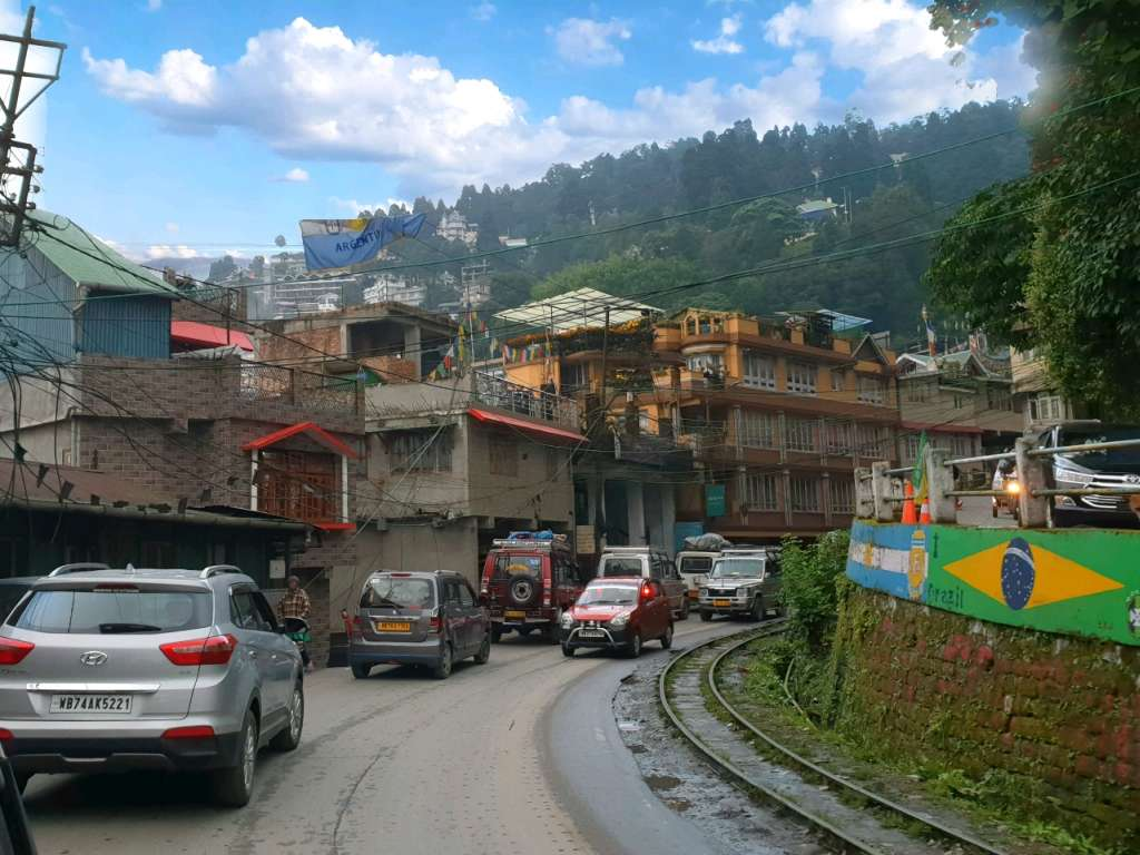 die Gleise des Toy Trains im indischen Darjeeling.