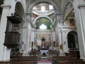 das Innere der Kirche im Ort Carona, hoch über dem Luganer See im Tessin, Schweiz