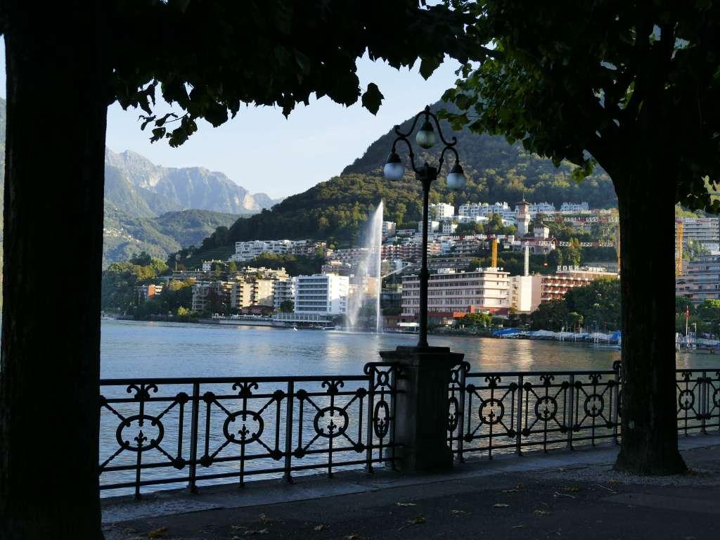 Uferpromenade am Luganer See im Tessin, Schweiz