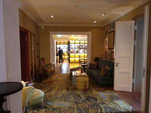"""verglaste Hotelküche im Hotel """"La Maison"""" im saarländischen Saarlouis."""