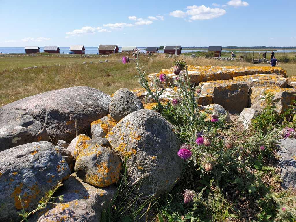 Kunstvoll aufgeschichtete steinerne Mauern durchziehen die schwedische Insel Öland